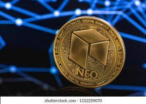 NEO Price Coin Logo y Shutterstock